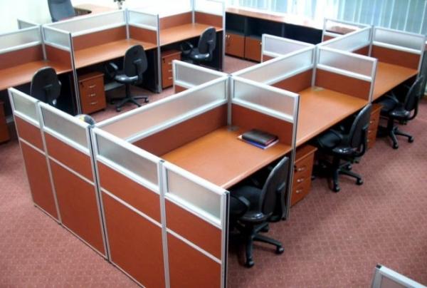 Vách ngăn văn phòng gỗ kính