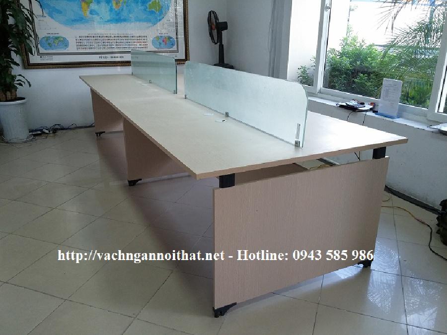 Thi công vách ngăn kính trên mặt bàn VNK01