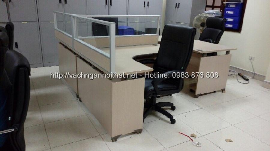 Vách ngăn gỗ kính mặt bàn làm việc VGK-383
