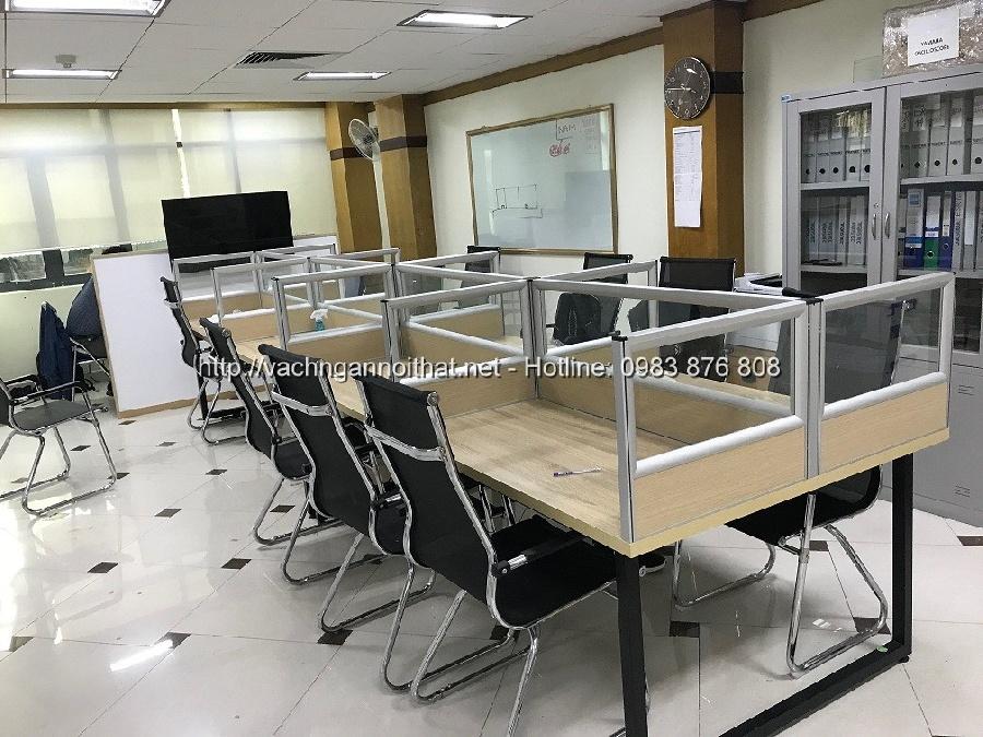Thi công vách ngăn gỗ kính trên bàn làm việc tại phố Đội Cấn, Hà Nội