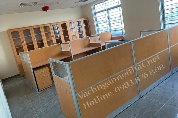 Vách ngăn gỗ khung nhôm có hộp điện VNG-0324