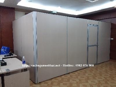 Vách ngăn chia phòng gỗ có cửa đi VNP68