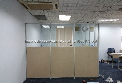 Vách ngăn gỗ kính VNG-HG383 chia phòng làm việc