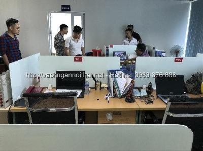 Thi công vách ngăn kính trên mặt bàn làm việc tại quận Thanh Xuân