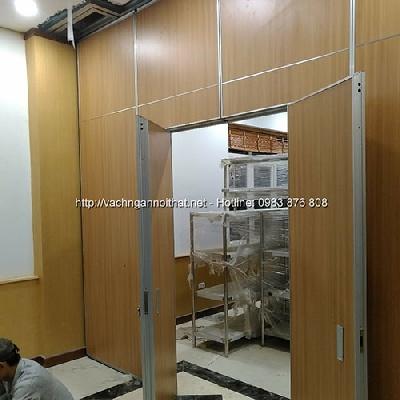 Vách ngăn di động gỗ có cửa đi VDD-HG02