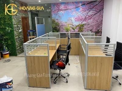 Vách ngăn văn phòng gỗ kính bàn làm việc tại Thanh Hóa